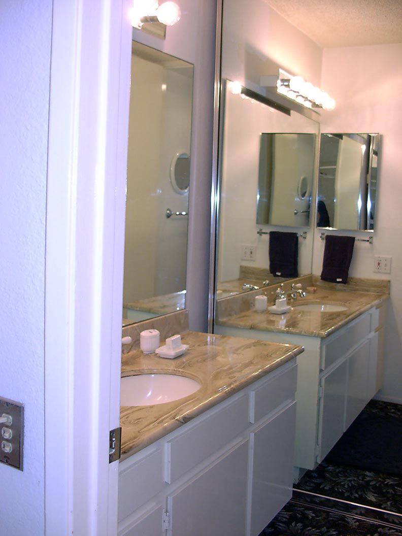 Oceanside vacation rental bathroom, click to view and enlarge photos